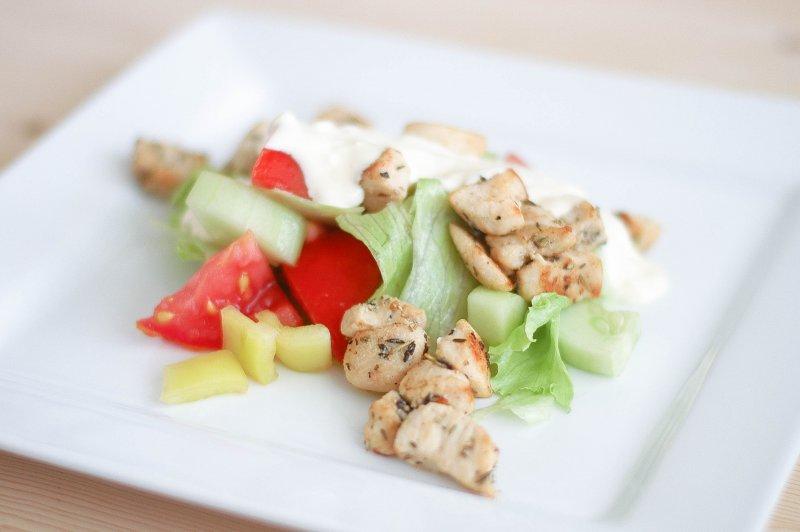 Kuřecí salát s česnekovým dresinkem