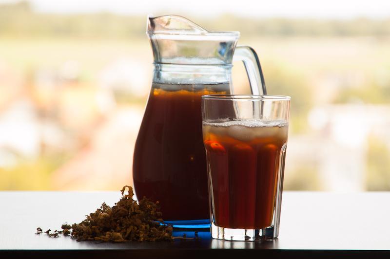 Čierny ľadový čaj
