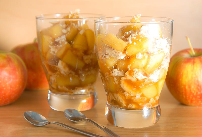 Jabĺčko v pohári
