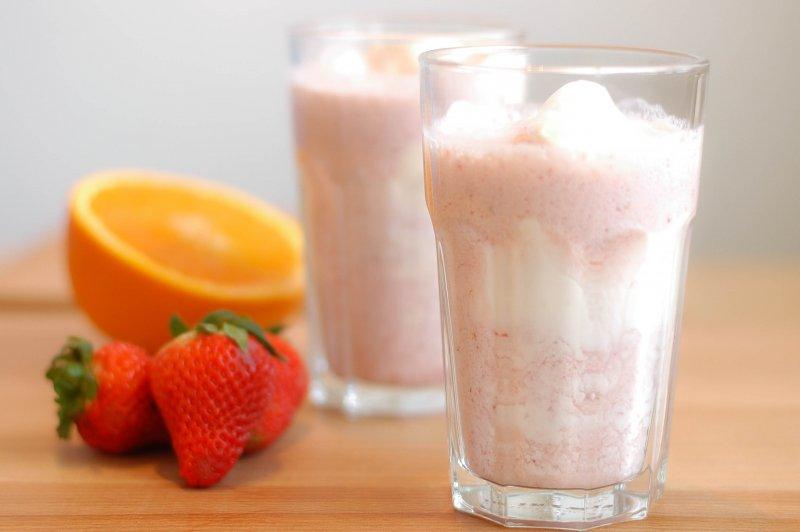 Jahodovo-pomerančový zmrzlinový shake