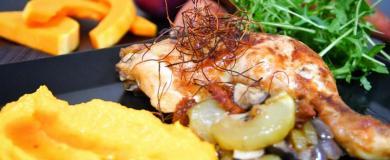 Pečené stehná s tekvicovo-mrkvovo-batátovým pyré
