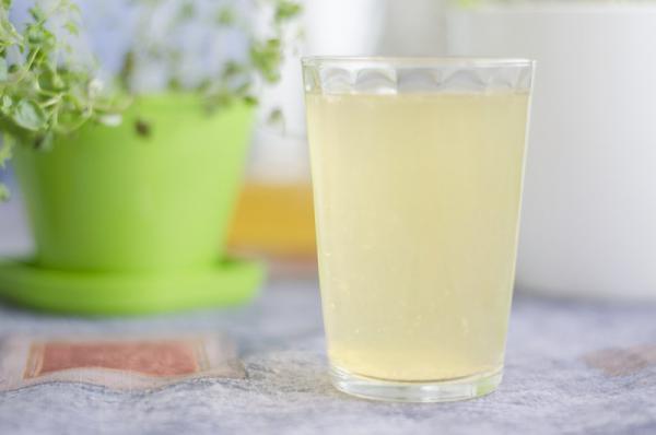 Zázvorová limonáda s čiernym čajom