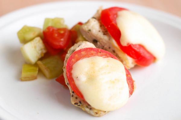Kuřecí prsa s mozzarellou a rajčaty