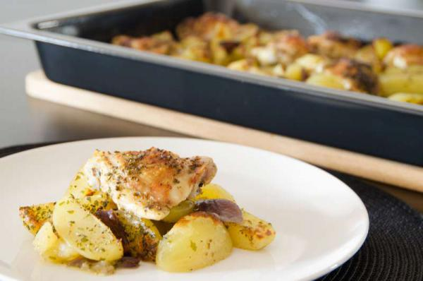 Pečené kuracie stehná so zemiakmi