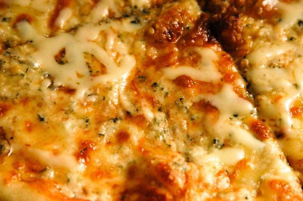 Syrová pizza