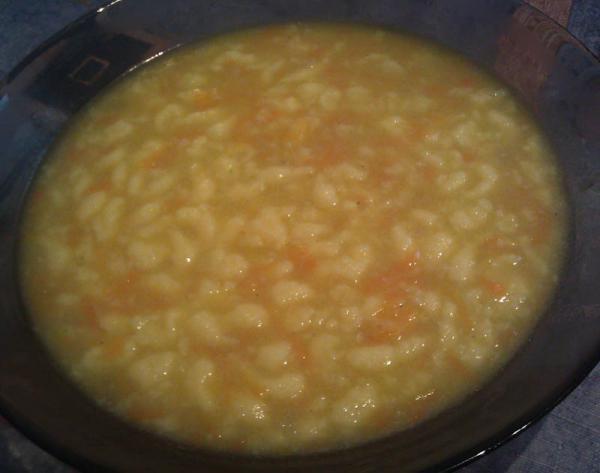 Mrkvová polievka s krupicovými haluškami