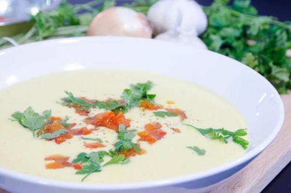 Krémová kukuricová polievka s pečenou paprikou