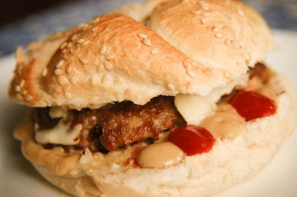 Hamburger s cheddarom