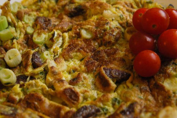 Omeleta s jarnou cibuľkou
