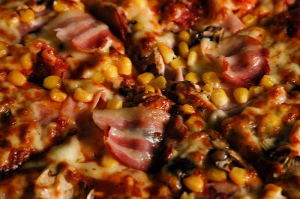 Slaninová pizza
