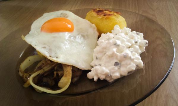 Brambory s vajíčkem a Cottage Cheesem