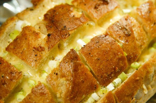 Zapečený chléb se sýrem