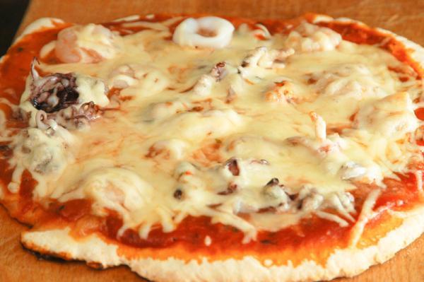 Pizza s plodmi mora