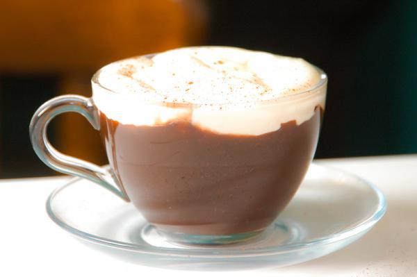 Horúca čokoláda so šľahačkou