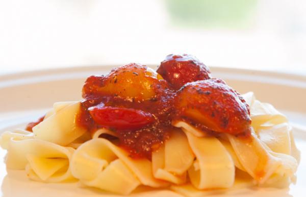 Nudle s rajčatovou omáčkou