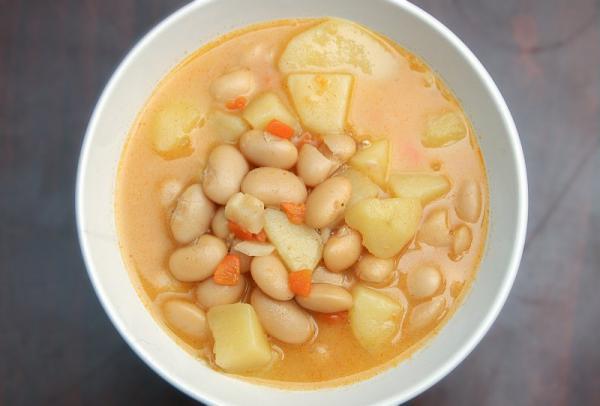 Hustá fazuľová polievka