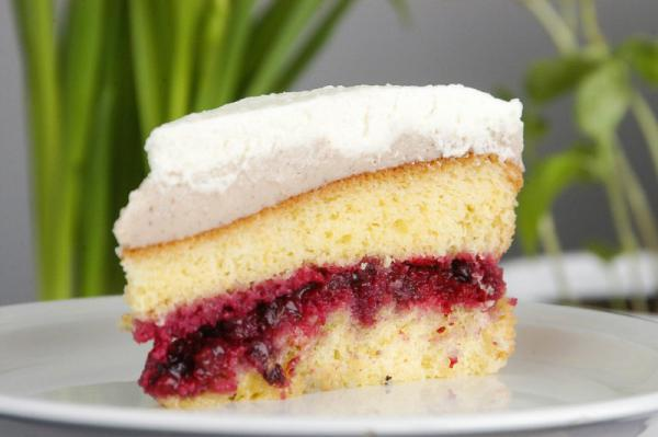 Pudingová torta s lesným ovocím