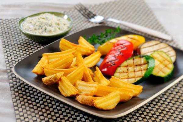 Grilovaná zelenina so zemiakmi a tvarohovým syrom