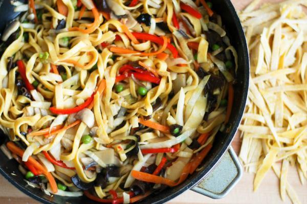 Čínske rezance so zeleninou